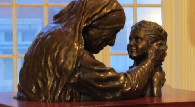 REAL LIFE MIRACLE! Mother Teresa Lives On In Statue
